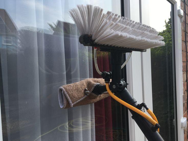 Water fed brush head